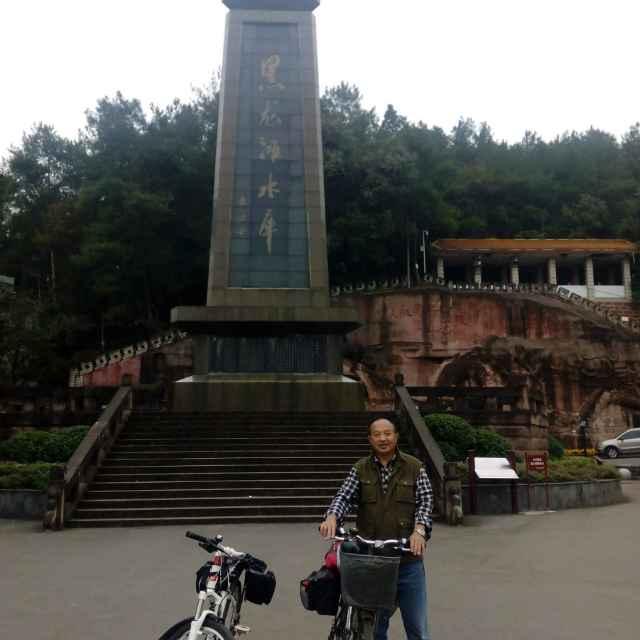 呼伦贝尔大草原(热度:21)由军旅梦金牌唱将吕康华翻唱,原唱歌手布仁巴雅尔