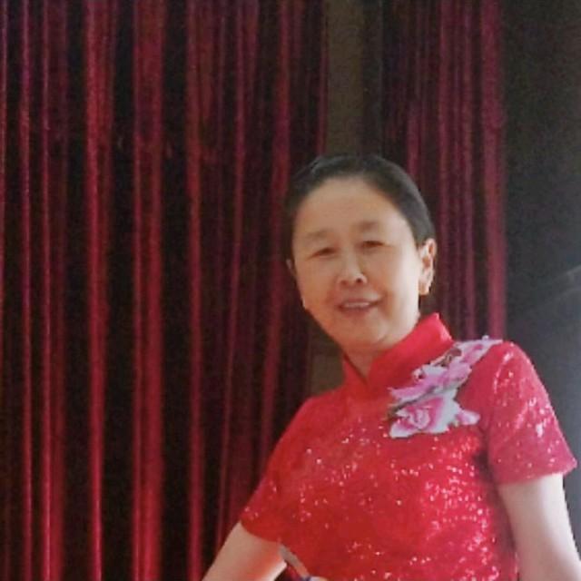 站在草原望北京(热度:13)由月月老师总创翻唱,原唱歌手乌兰图雅